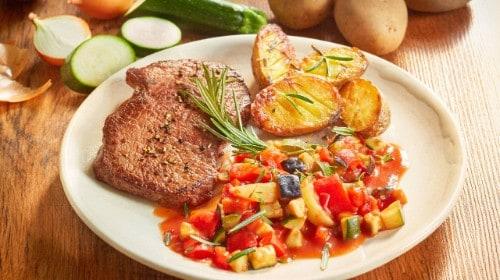 Knorr - Steak mit Ofenkartoffeln und Ratatouille