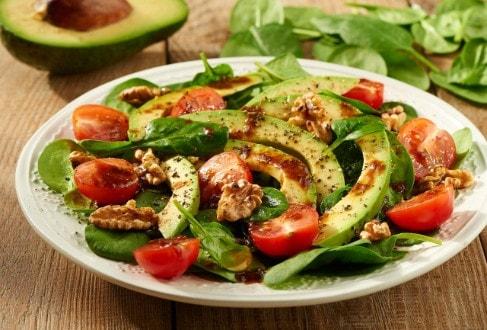 Knorr - Spinatsalat mit Avocado und Walnuss