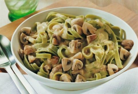 Knorr - Grüne Nudeln mit Paprika, Champignons, Zucchini und Jägersauce