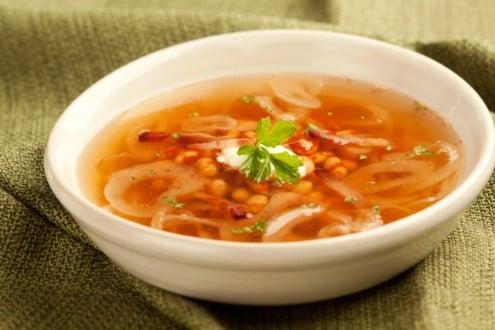 Knorr - Ungarische Zwiebelsuppe mit Speck und Bohnen