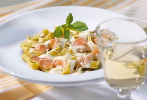 Knorr - Pasta mit Räucherlachs, Lauch und Kräutern