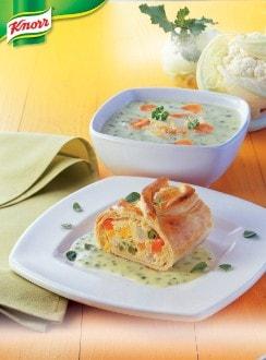 Knorr - Sommerlicher Gemüsestrudel mit Kräuterrahmsauce