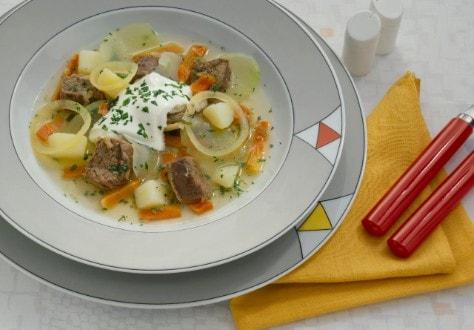 Knorr - Klarer Kohlrabi-Rindfleisch-Eintopf mit Karotten und Kartoffeln