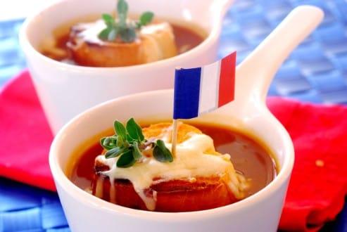 Knorr - Tomaten-Zwiebelsuppe mit Käsebaguette