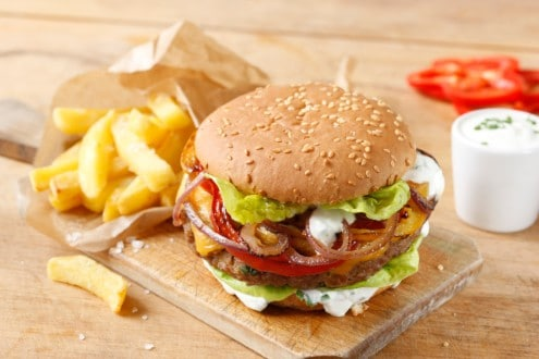 Knorr - Würziger Burger mit Paprika-Zwiebelgemüse