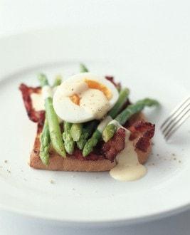 Knorr - Toast mit grüne Spargeln, Speck und Ei
