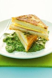 Knorr - Käse-Schinken-Toast auf Rahmspinat