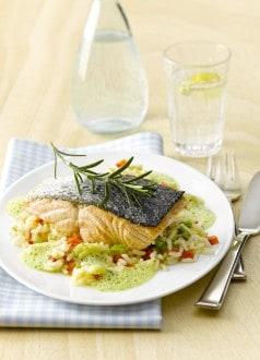 Knorr - Gebratenes Lachsfilet mit Kräuterschaum auf Peperoni-Reis