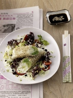 Knorr - Spargel-Kefen-Sellerie-Sushi auf Salat mit Wasabi