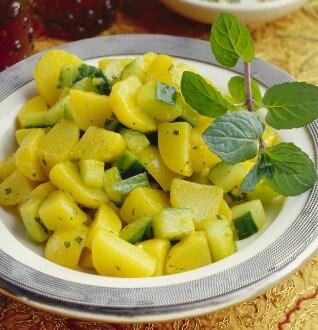 Knorr - Kartoffelsalat mit Gurke und Minze (Aloo Podina Chat)