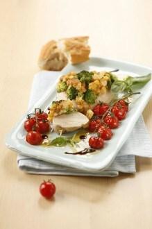Knorr - Trutenbrustschnitzel mit Broccoli-Käsekruste und Ofentomaten