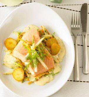 Knorr - Lachsfilet auf Spargel-Rüebli-Julienne mit Dill-Weisswein-Hollandaise