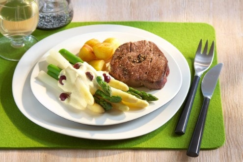 Knorr - Spargeln mit Vanille-Trauben-Hollandaise und Pfeffersteak