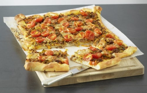 Knorr - Holzfällerpizza mit Hack, Tomaten, Rüebli und Lauch