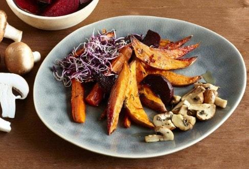 Knorr - Vegane Süßkartoffel-Wedges mit buntem Gemüse