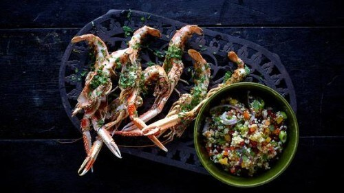 Langoustines grillées à la menthe, coriandre et salade marocaine au millet