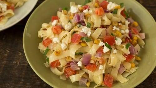 Ensalada de pasta y verduras para el verano