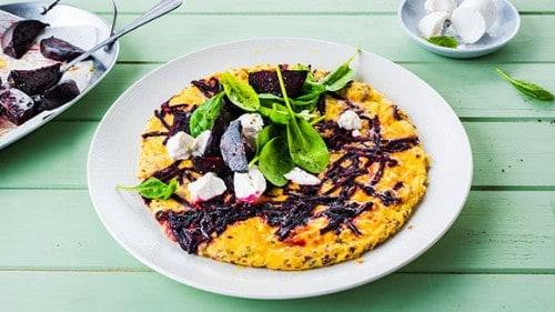 Omelette aux betteraves rouges et épinards
