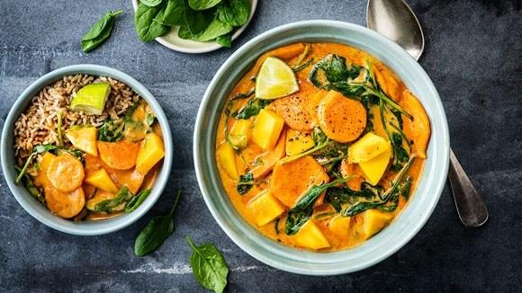 Curry met mango, spinazie en kokos