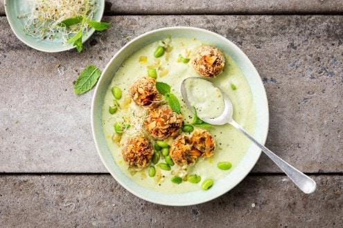 Knorr - Broccolicremesuppe mit Auberginenbällchen