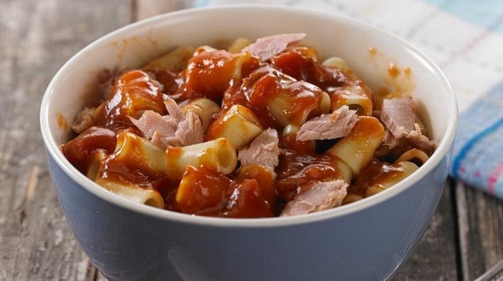 Mostacholes con salsa napolitana a la juliana