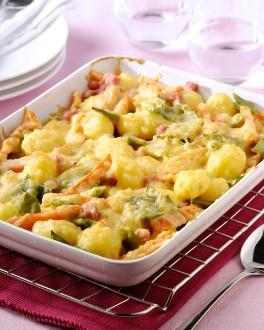 Gratin de légumes mélangés, carottes, haricots verts, petites pommes de terre et