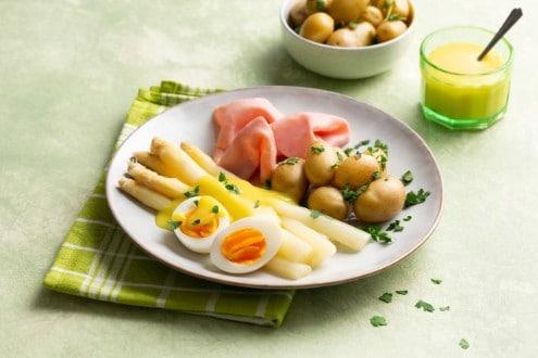 Asperges met ham, ei en krieltjes