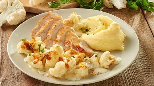 Bloemkool ovenschotel met kaas en kip