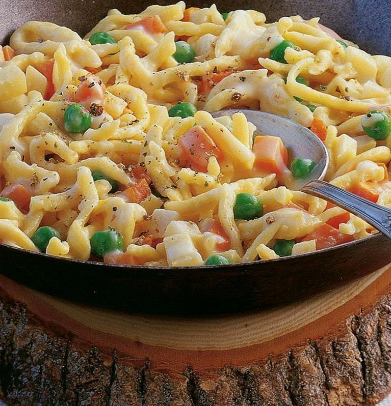 Hüttenkäse-Spätzle mit Gemüse