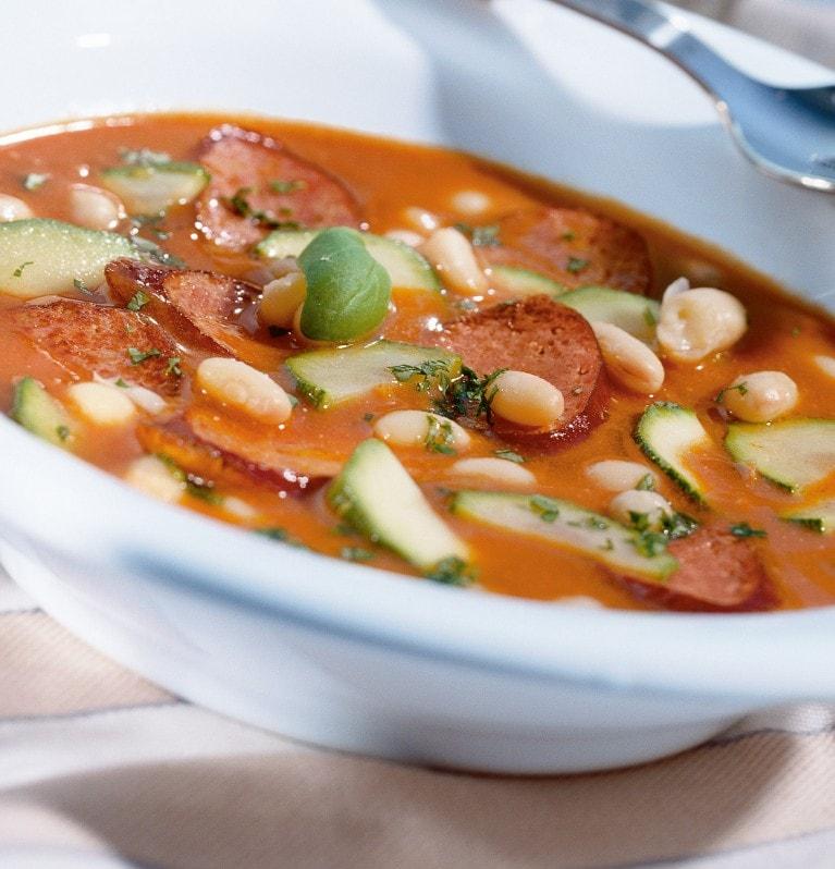 Serbische Bohnensuppe mit Würstel