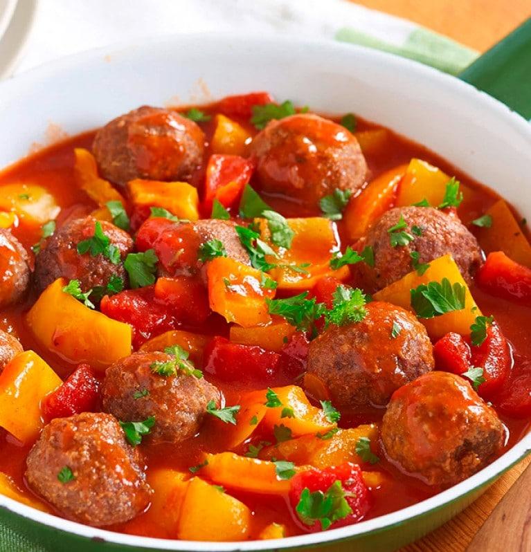 Fleischbällchen, Paprika, Tomatensoße