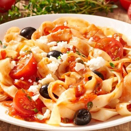 Tagliatelle, Tomaten, Oliven, Parmesan