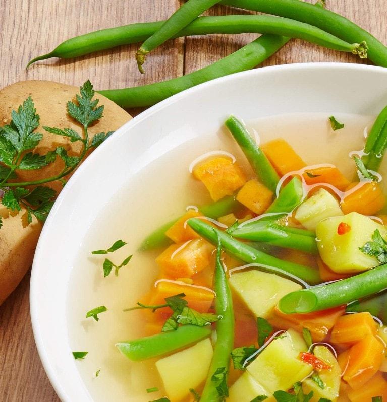 Gemüsesuppe mit Bohnen, Möhren, Kartoffeln