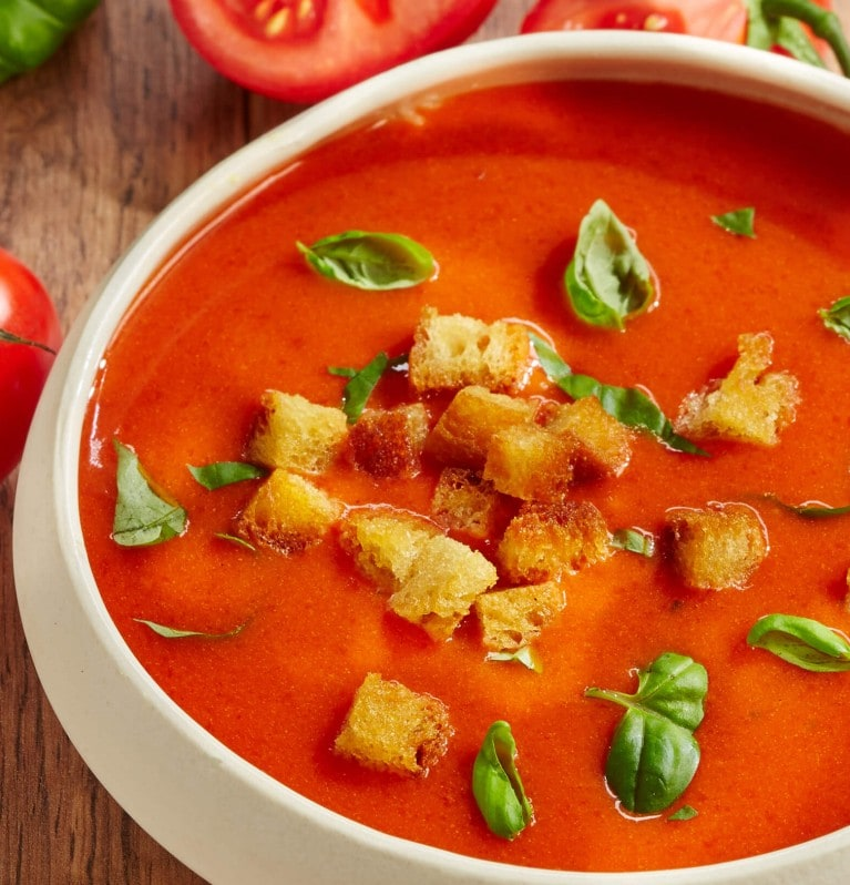 Tomatensuppe, Crôutons, Basilikum