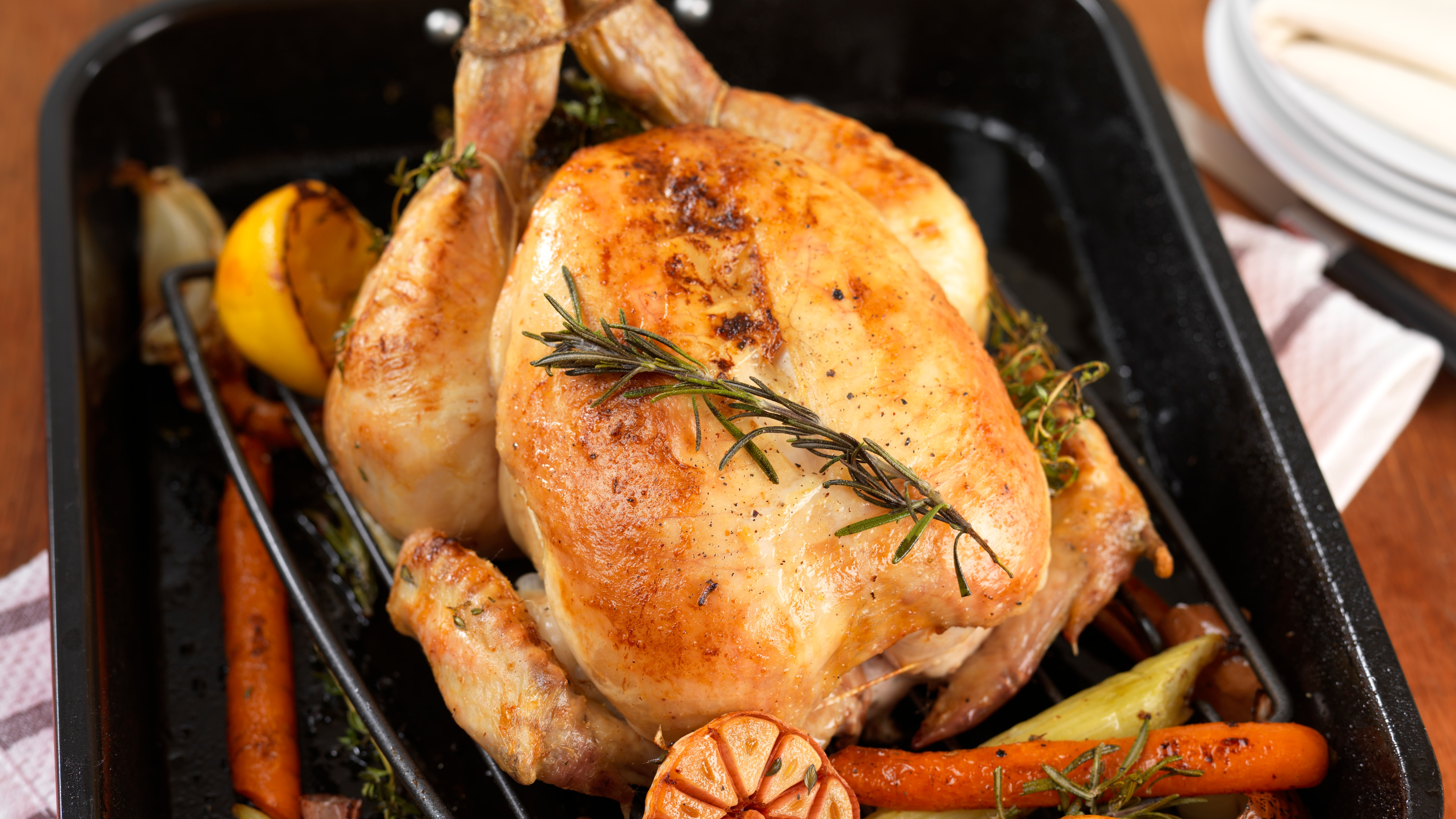 How long to cook roast chicken in fan forced oven