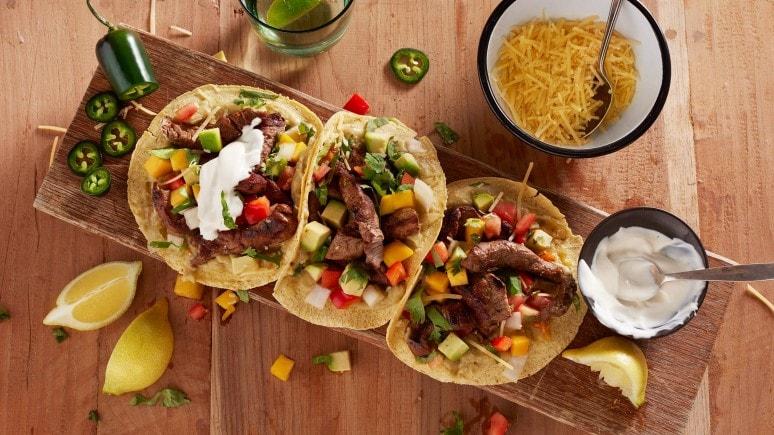 Mexikanische Rindfleisch-Tacos mit Avocado