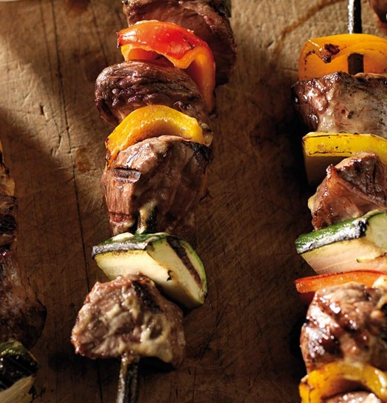 Outback Steak-Spiesse mit Zucchetti und Peperoni